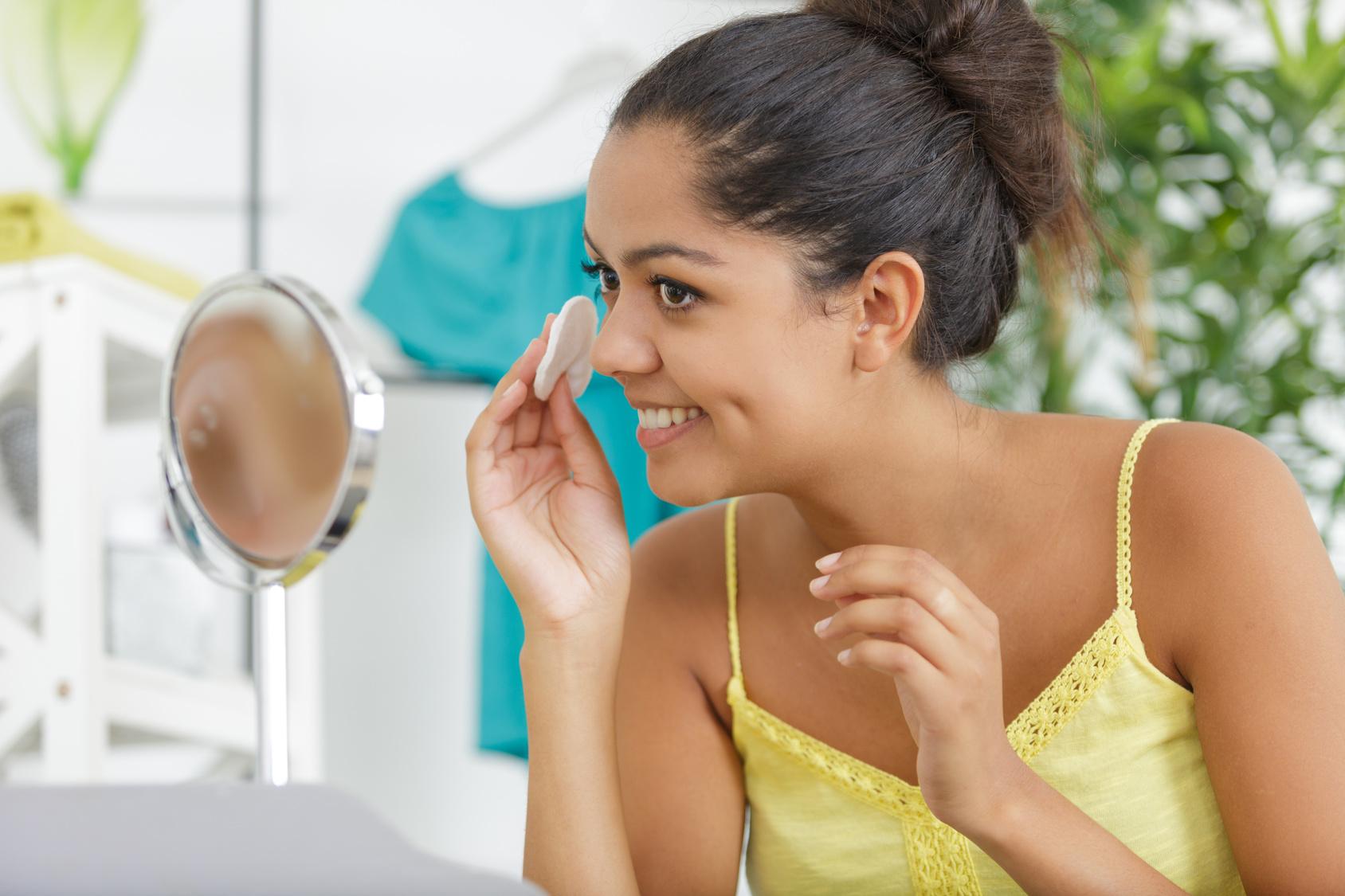 Co stanowi podstawę każdego makijażu?