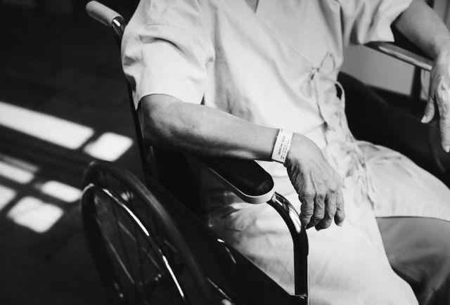 Pielęgnacja starszej i chorej osoby w domu.