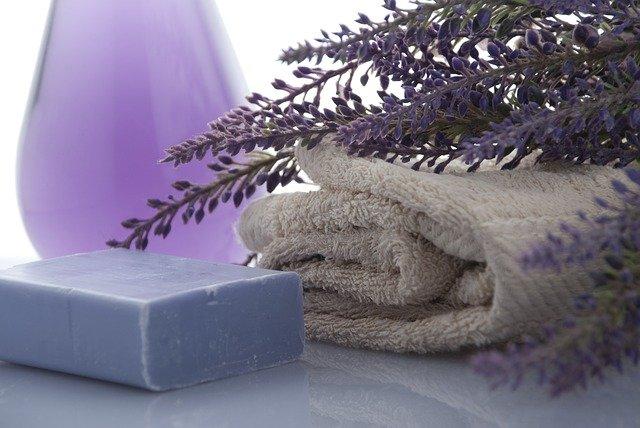 Jak prać ręczniki, żeby były miękkie i czyste?